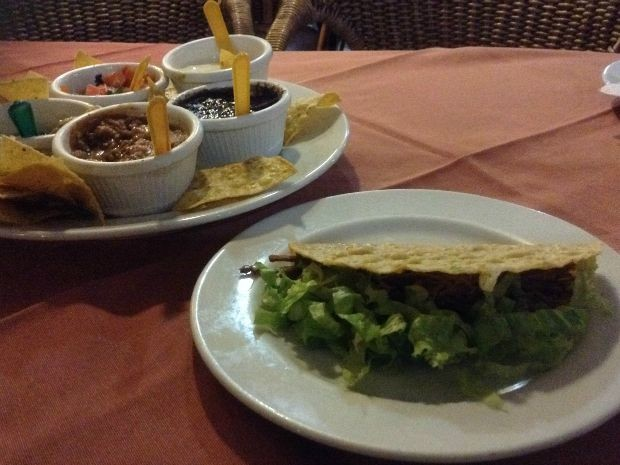 Rodízio tem os principais pratos da culinária mexicana com toque pantaneiro (Foto: Juliene Katayama/G1 MS)