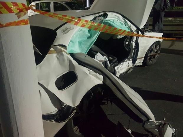 Acidente aconteceu na madrugada desta sexta-feira (Foto: G1)