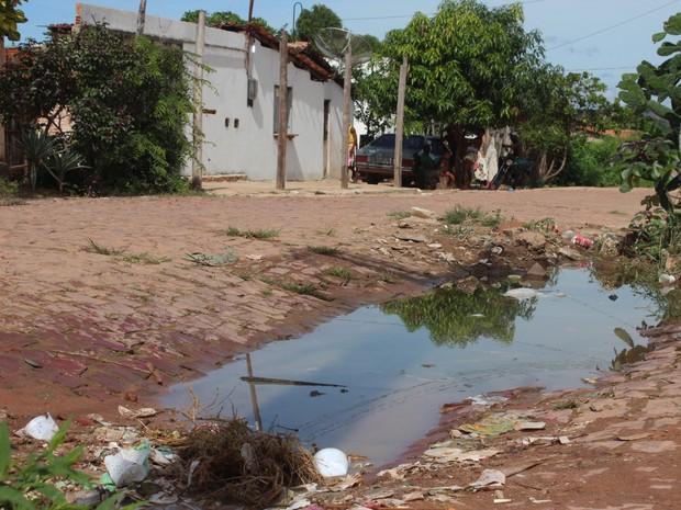 Cidade não conta com esgotamento sanitário e abastecimento é precário em alguns bairros (Foto: Patrícia Andrade/G1)