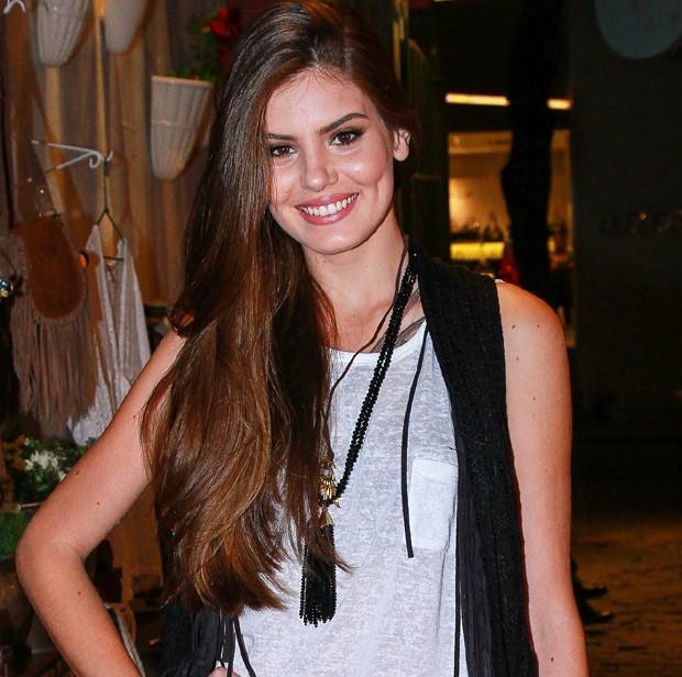 Cabelos lindos como os de Camila Queiroz? Hairstylist dá a dica