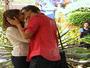 Natasha vê Leticia e Gustavo se beijando