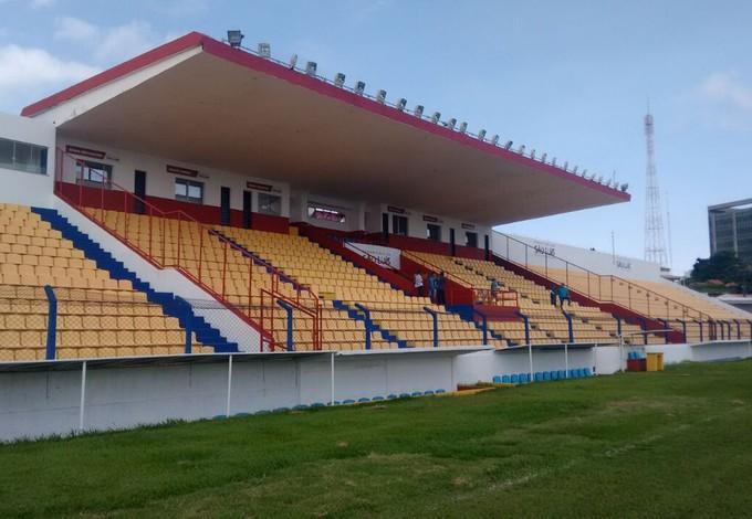 Estádio Nhozinho Santos foi interditado em 2015 e desde então vinha passando por reformas (Foto: Afonso Diniz /  GloboEsporte.com)