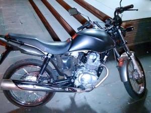 Moto recuperada pela PM após roubo em Piracicaba (Foto: Valter Martins / Piracicaba em Alerta)