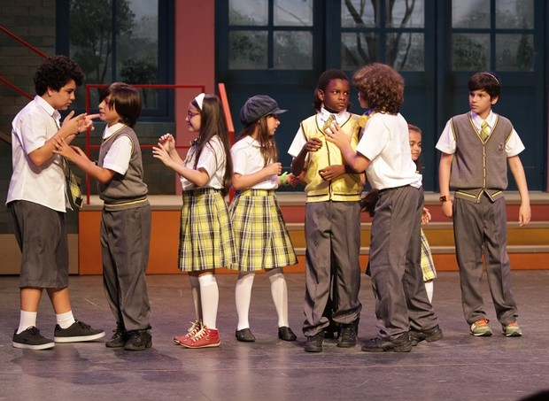 """Crianças em cena no espetáculo inspirado em """"Carrossel"""" (Foto: Divulgação/ Giovana Cirne)"""