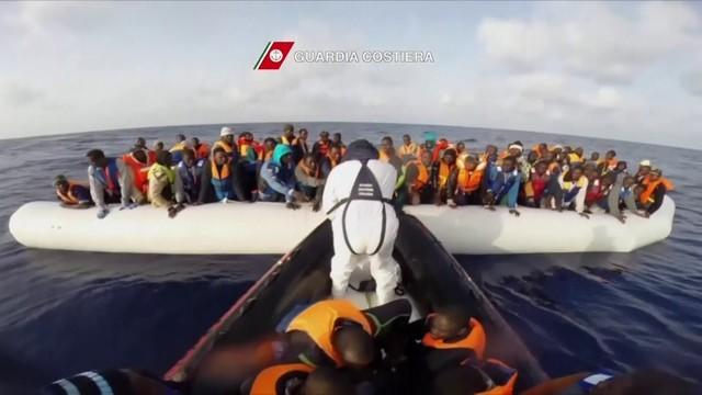 VÍDEO mostra resgate de imigrantes (Foto: Reprodução)