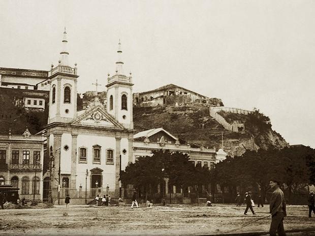 Imagem do Morro do Castelo, registrada por Alberto de Sampaio em 1906 (Foto: Centro Cultural Correios Rio / Divulgação)