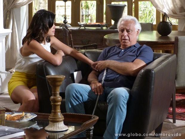 César quer saber quem estava faalndo com Aline (Foto: Amor à Vida/ TV Globo)