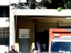 Segurança salva Demi Lovato de objeto jogado por fã