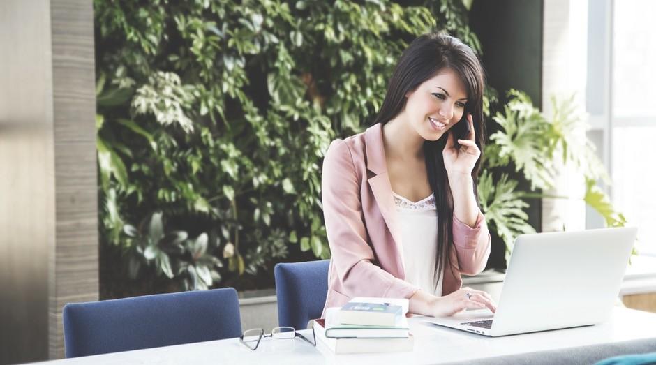 mulher, trabalho, assistente, call center (Foto: Pexels)