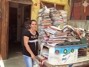 Voluntária do projeto social, Rita Amorim  (Foto: Cassio Albuquerque/G1)
