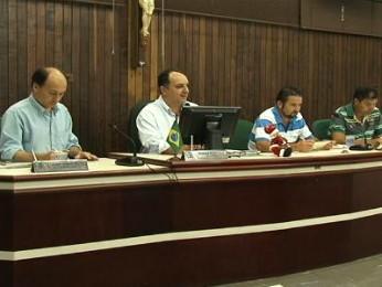 Vereadores de Paranavaí aprovaram R$ 169 milhões para o orçamento municipal de 2014 (Foto: Reprodução RPC TV Noroeste)