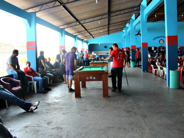 Servidores se concentraram na Associação dos Cabos e Soldados nesta quinta (Foto: Suelen Gonçalves/G1 AM)