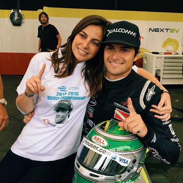 Kelly e o irmão Nelsinho Piquet: dupla roda o mundo pela Fórmula E (Foto: Reprodução/ Instagram)