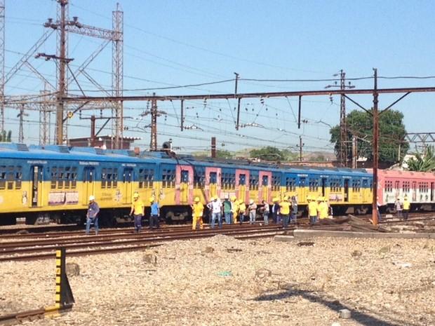 Trem da SuperVia descarrilou na estação Deodoro nesta segunda-feira (10) (Foto: Guilherme Brito/G1)