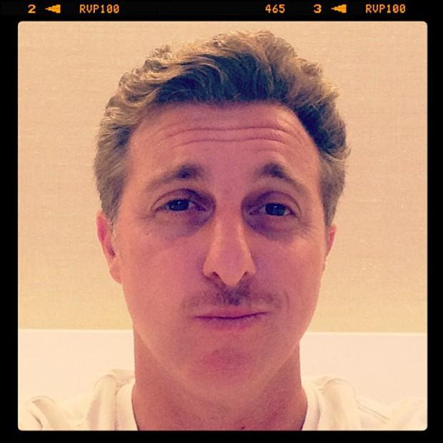 Luciano Huck posta foto de bigode (Foto: Instagram / Reprodução)