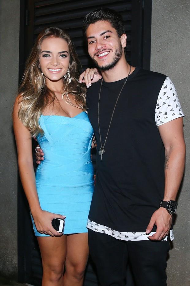Arthur Aguiar e a namorada (Foto: Manuela Scarpa/ Brazil News)