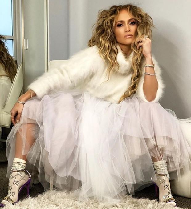 Jennifer Lopez com meia grifada (Foto: Reprodução / Instagram)