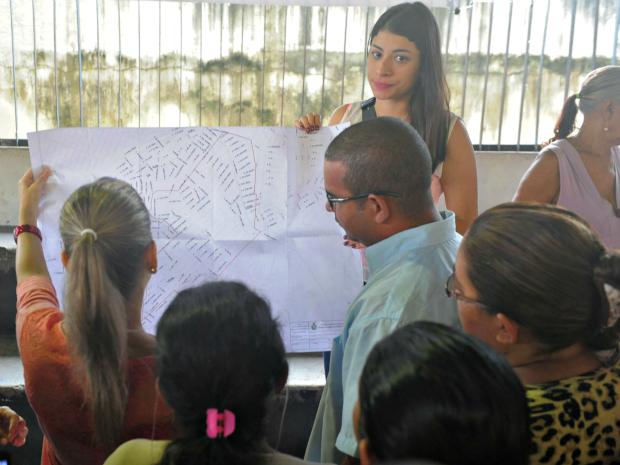 Reunião ação fundiária no bairro Zumbi II, em Manaus (Foto: Nonato Duarte/Agecom)