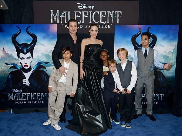 Angelina Jolie e Brad Pitt com os filhos (Foto: Getty Images)