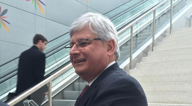 O procurador-geral da República, Rodrigo Janot, participa de evento da OCDE em Paris (Foto: Reprodução/Facebook)