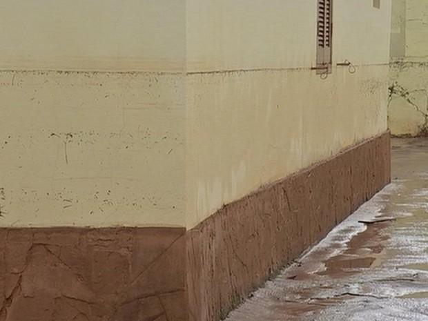 Água invadiu casas na região central de Avaré (Foto: Reprodução/TV TEM)