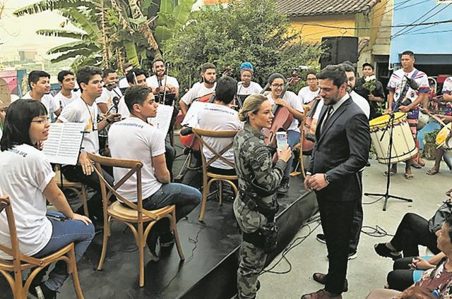 Paolla Oliveira e Rodrigo Lombardi gravam 'A força do querer' (Foto: Divulgação)