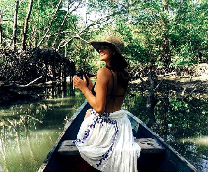 Bruna Marquezine passeia de barco durante férias em Alagoas  (Foto: Reprodução / Instagram)