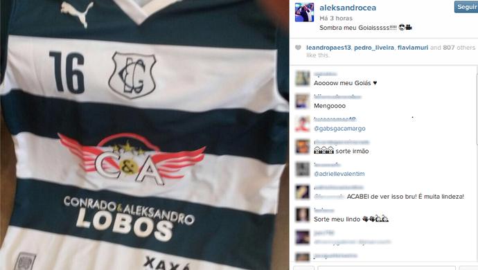 Terceiro uniforme do Goiás com publicidade de dupla sertaneja (Foto: Reprodução/Instagram)