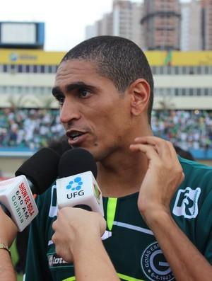 Ramon, meia do Goiás (Foto: Daniel Mundim/GLOBOESPORTE.COM)