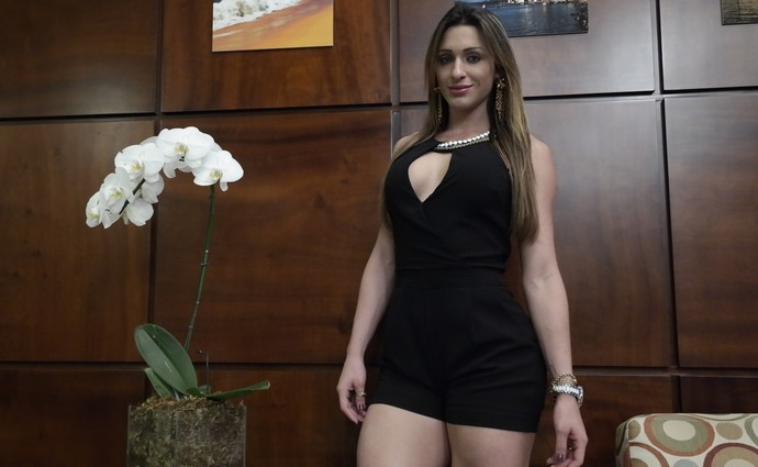 Luiza Gomes, cage girl do Face to Face 12 (Foto: Richard Pinheiro/GloboEsporte.com)