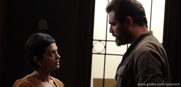 Gaia pressiona Toni: 'Onde está o amor que você sentia por mim? Acabou?' (Foto: Joia Rara/TV Globo)