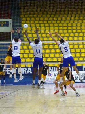 São Bernardo levou a melhor e venceu por 3 sets a 1 (Foto: Juliana Kageyama)