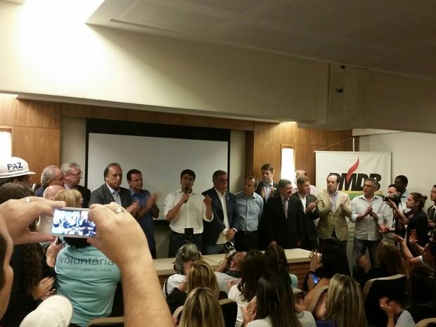 Pedro Paulo fala ao lado de Paes e Pezão na convenção do PMDB (Foto: Divulgação/PMDB)