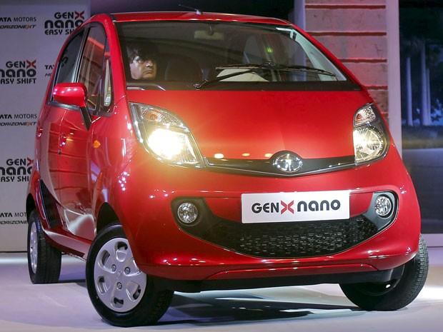 Nova geração do Tata Nano é lançada na Índia (Foto: Shailesh Andrade / Reuters)