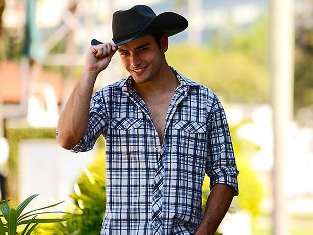 Antônio Fargoni posa como cowboy para o site de Malhação (Foto: Malhação / TV Globo)