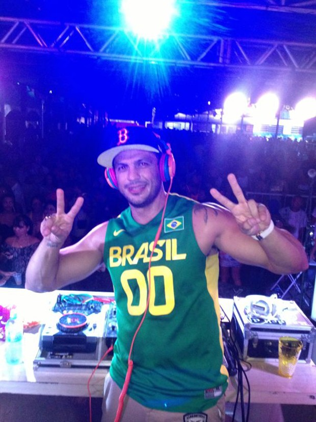 Léber Bambam faz sua primeira apresentação como DJ (Foto: AF Produções / Divulgação)
