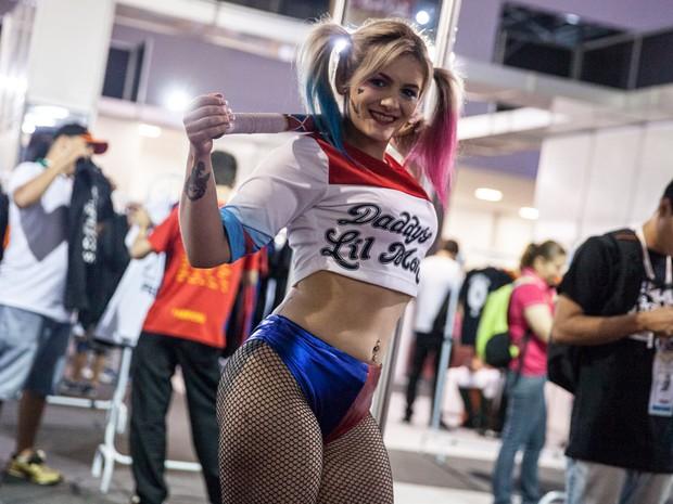 Cosplayer da personagem Arlequina posa para foto durante a Brasil Game Show (Foto: Marcelo Brandt/G1)