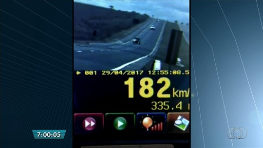 Carro é flagrado trafegando a 193 km/h na BR-050, em Catalão