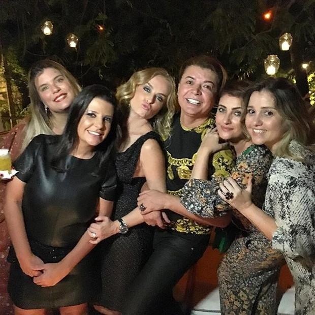 Angélica e David Brazil com amigas em festa no Rio (Foto: Instagram/ Reprodução)