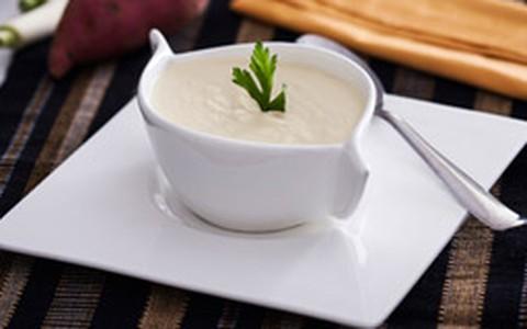 Sopa de batata-doce com alho-poró
