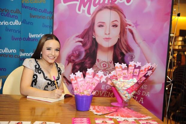 Larissa Manoela durante sessão de autógrafos (Foto: Samuel Chaves/Brazil News)