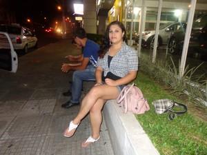 Rafaela acredita que o movimento à noite começou a aumentar  (Foto: Felipe Truda/G1)