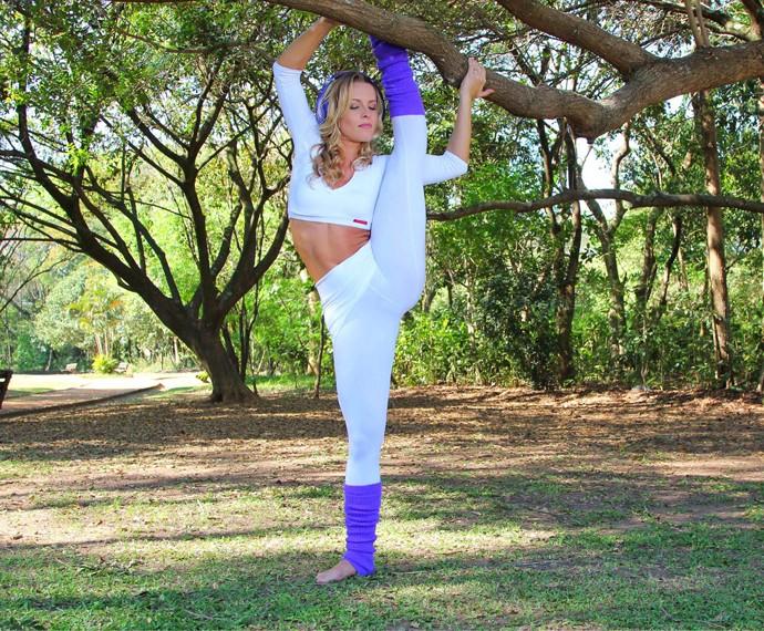 Bailarina do Faustão, Juliana Valcézia mostra sua flexibilidade (Foto: Ricardo Manga)