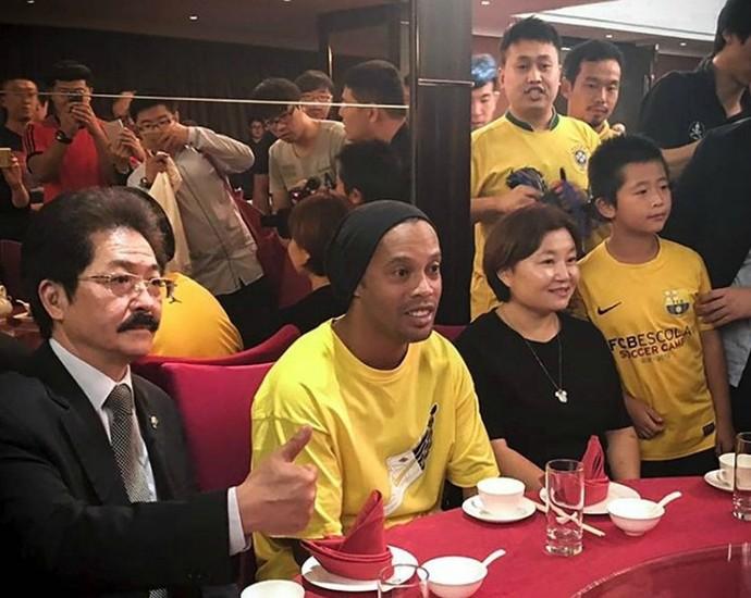 Ronaldinho Gaúcho jantar na China (Foto: Reprodução / Instagram)