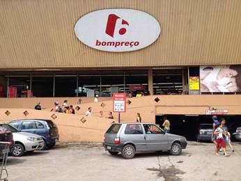 Bom Preço de Jaboatão foi parcialmente interditado (Foto: Kety Marinho / TV Globo)