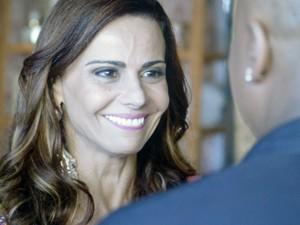 Animada, Naná dá notícia para Xana (Foto: TV Globo)