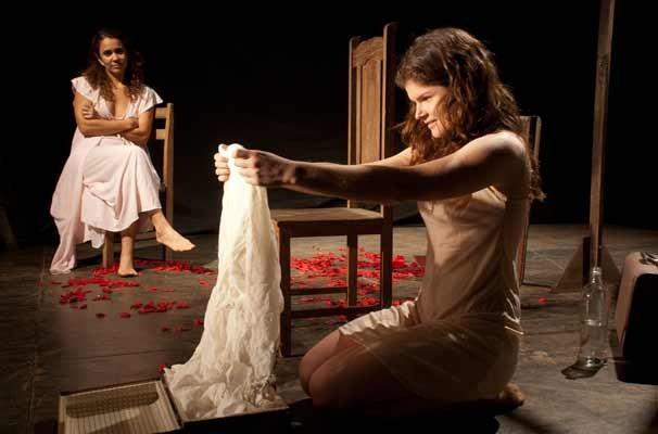 Peça narra a história de Rosângela, mãe da atriz Talita Braga (Foto: Divulgação)