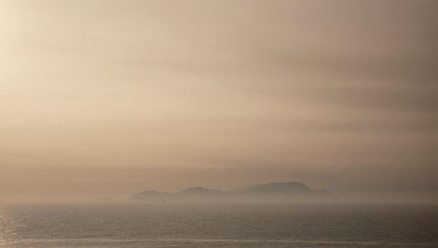 Frame do vídeo feito pela dupla Gilda Mantilla e Raimond Chaves que mostra a atmosfera turva de Lima (Foto: divulgação)