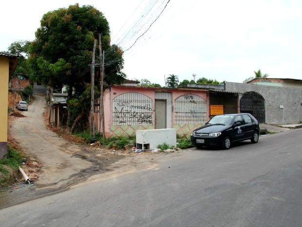 Vítima foi baleada em via pública no bairro Colônia Santo Antônio (Foto: Rickardo Marques/G1 AM)