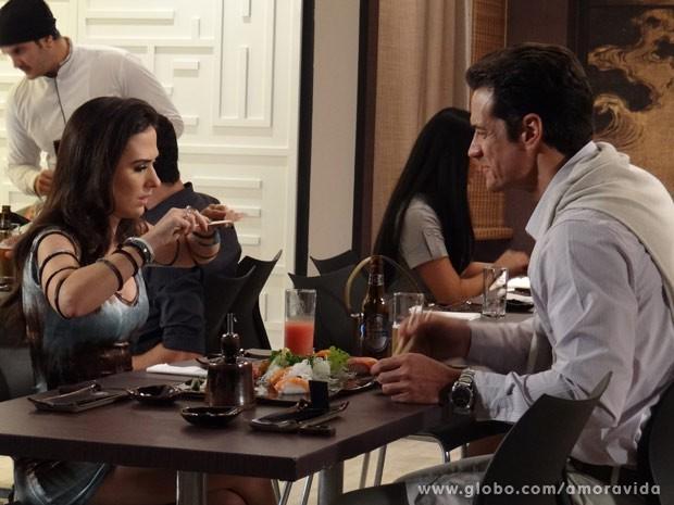 Ignácio se diverte com a namorada (Foto: Amor à Vida/ TV Globo)
